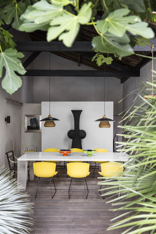 Déjeuner, dîner sous l'auvent, chez Marc Deloche, architecte et joaillier, photo Romain Ricard pour Marie Claire Maison