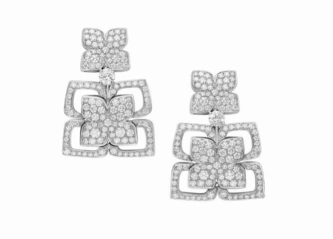 "Boucles d'oreilles en or blanc et diamants, Collection"" Jardins à l'italienne"" Bulgari Haute Joaillerie"