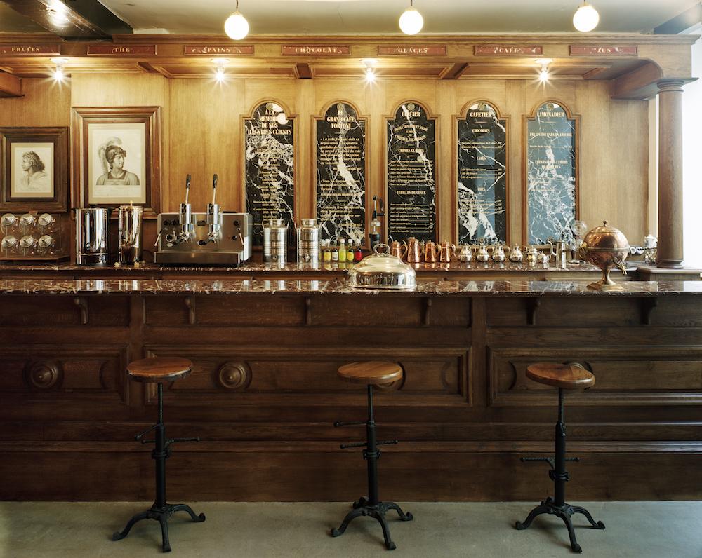 Le renommé Café Tortoni à la boutique Buly rue de Saintonge . photo Pierre Mathieu