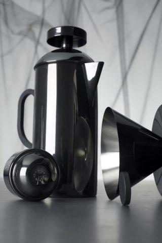 """Cafetière a piston avec filtre en PVD intérieur en acier inoxydable et tasse expresso """"Gifset Black"""" Tom Dixon"""