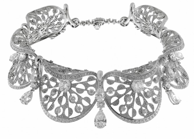 "Collier en or blanc et diamants taille poire et brillants, Collection"" Jardins à l'italienne""  Bulgari Haute Joaillerie"