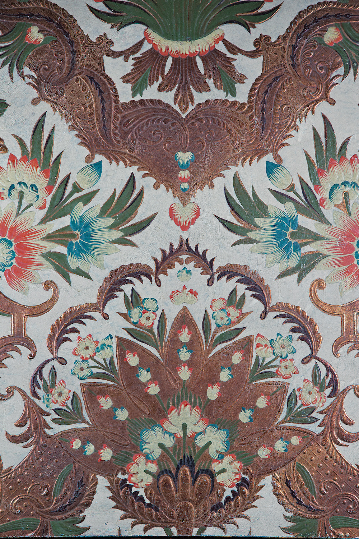 Cuir floral gaufré finition polychrome et or, Atelier Meriguet Carrère