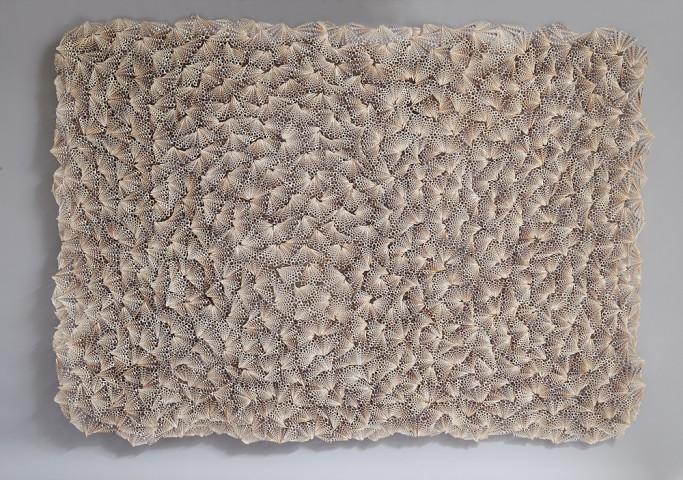 """Galerie Fumi, Textile  coquillage un """"attrape-rêves"""" de Rowan Mersh récompensé du prix du Best Contemporary Design"""