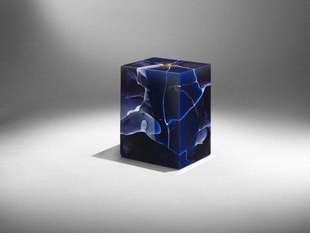 Gallery Ammann Bloc en résine Lapislazuli, design  Studio Nucleo