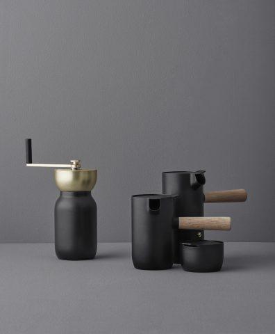 """Moulin à café, cafetière expresso à col, pichet à lait, sucrier en acier mat collection """"Nordic"""" design Daniel Debiasi & Federico Sandra, Stelton"""