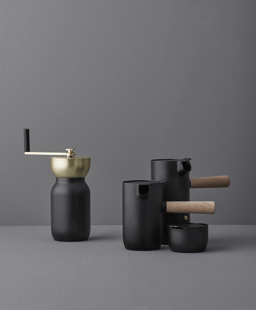Moulin à café, cafetière expresso à col, pichet à lait, sucrier en acier mat collection