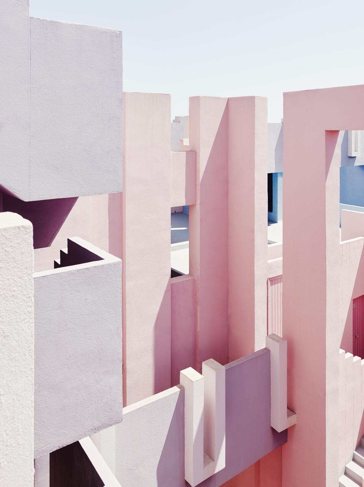 La Muralla Roja conçue à Calp en Espagne par l'architecte Ricardo Bofill