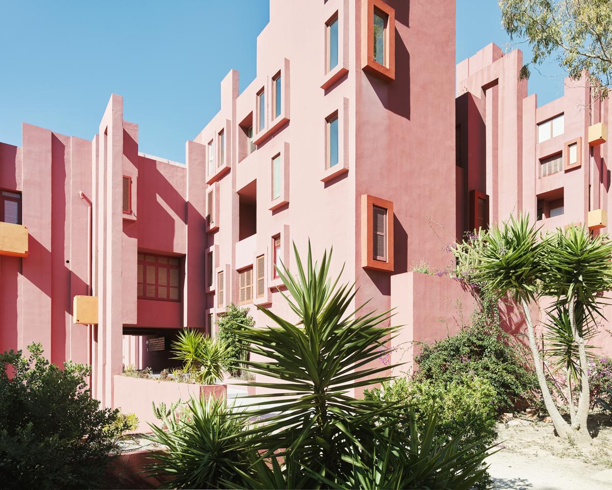 La Muralla Roja conçue à Calp en Espagne par l'architecte Ricardo Bofill photo Gregori Civera
