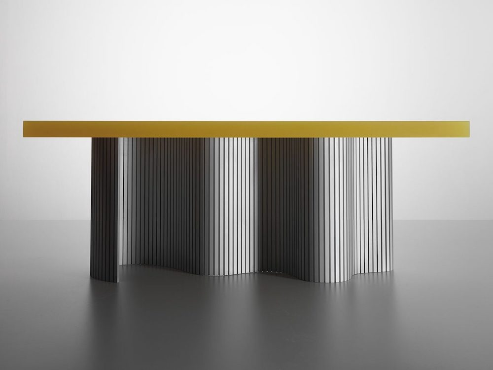 "Table ""Spine"" aluminuium et résine design Erik Olovsson Studioeo photo Gustav Almestål"