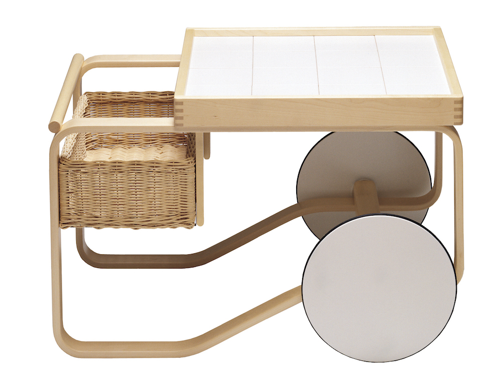 Tea trolley 900 rotin, céramique et bouleau design Alvar Aalto création 1936, réédition Artek