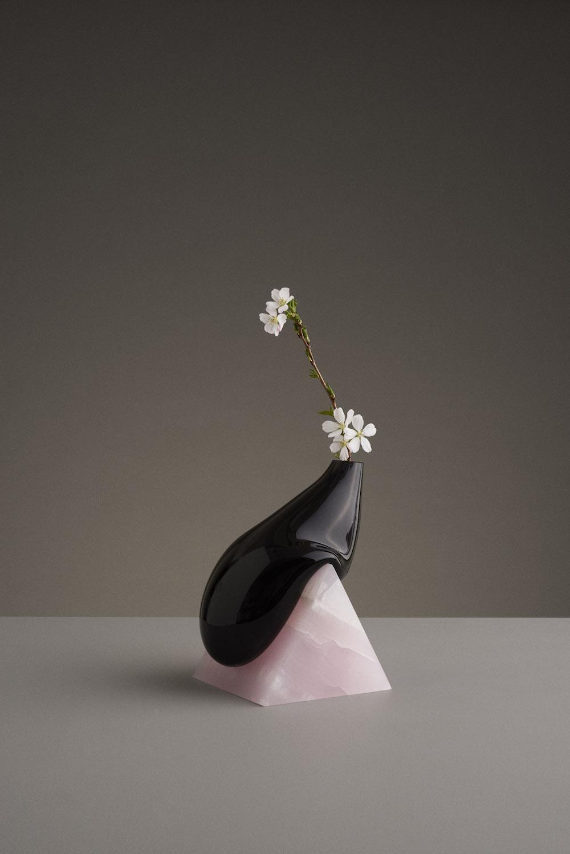 Vase Indefinite en verre soufflé et marbre création Studio E.O