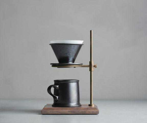 Suppport en laiton et bois avec filtre à café et mug SCS-S 01, Kinto